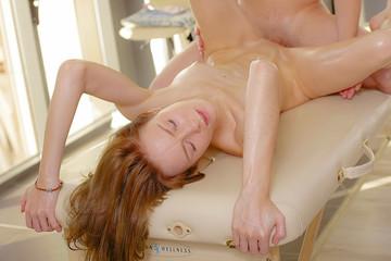 Blonde's adventure in a private massage studio
